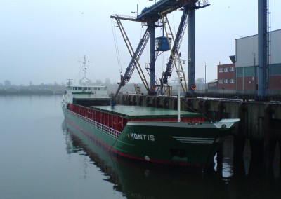MONTIS loading Wheat in Bremen for Goole