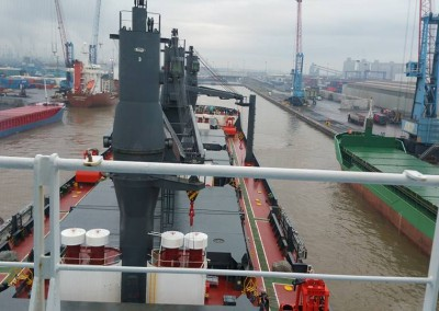 TIEN FEI eases her way through Immingham Dock to load for US West Coast